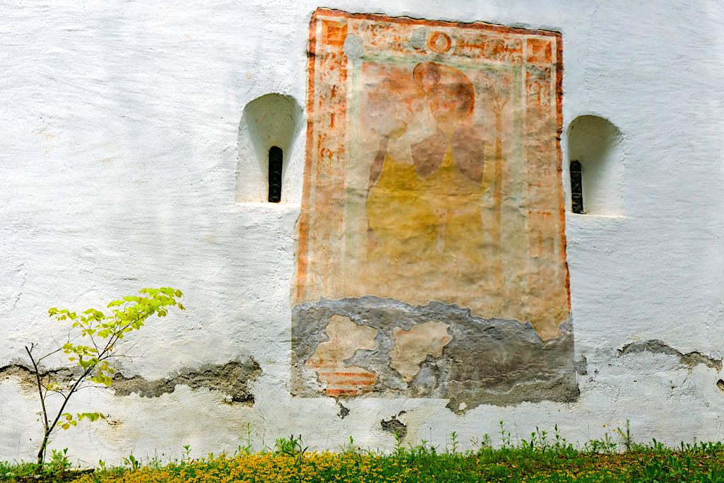 Kathreinkogel - Wandmalerei an der Kirchenwand: Heilige Katharina - Kärnten, Österreich