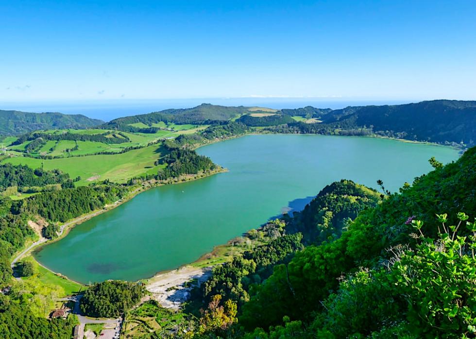 Lagoa Furnas - Beste Aussichtspunkte: Vom Miradouro do Pico do Ferro hat der Besucher den besten Ausblick über den Furnas See - Sao Miguel, Azoren