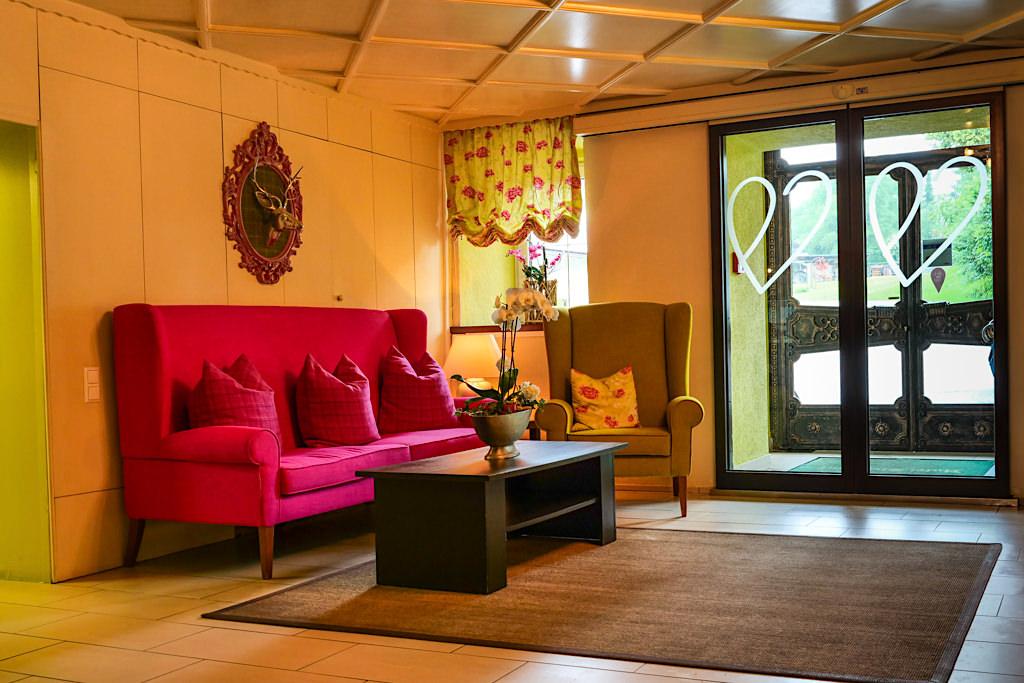 Landhaus Streklhof - Schöner, erfrischend bunter, liebevoller Eingangsbereich - Velden am Wörthersee - Kärnten, Österreich