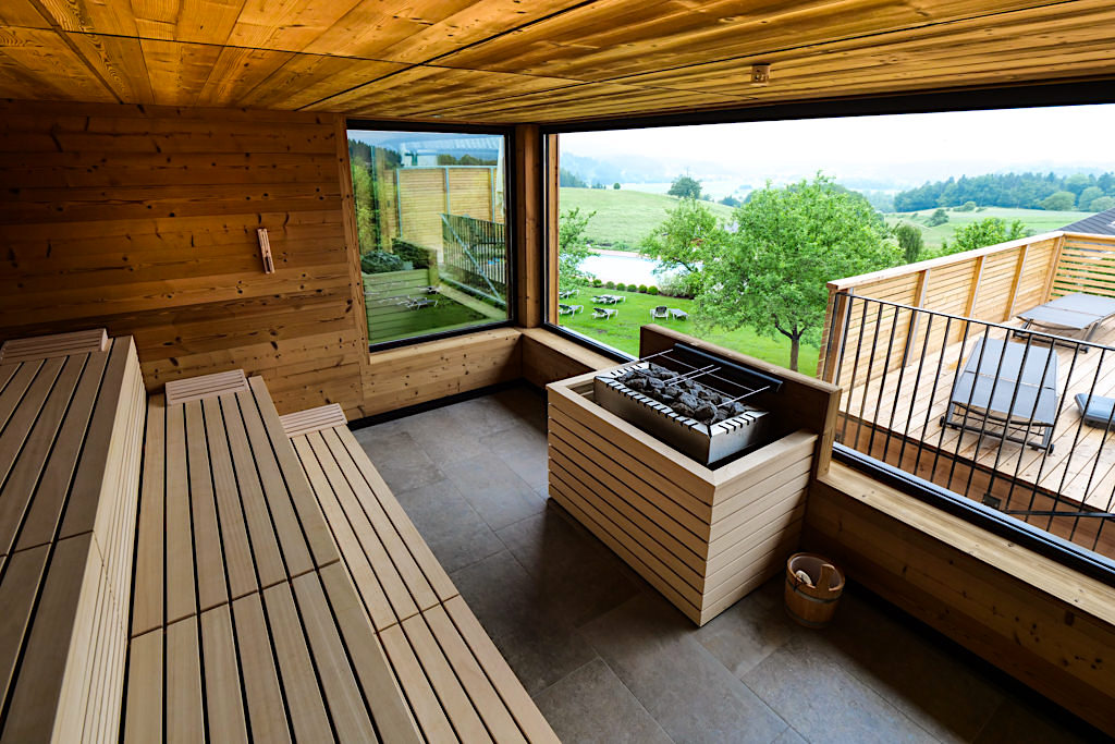 Landhaus Streklhof - Panorama-Sauna mit faszinierendem Ausblick ins grüne Hinterland - Velden am Wörthersee - Kärnten, Österreich