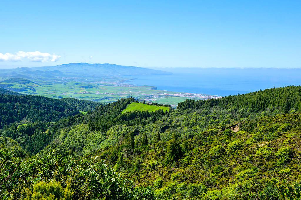 Vale das Lombadas - Ausblick bis nach Ribeira Grande und die Atlantikküste - Sao Miguel, Azoren