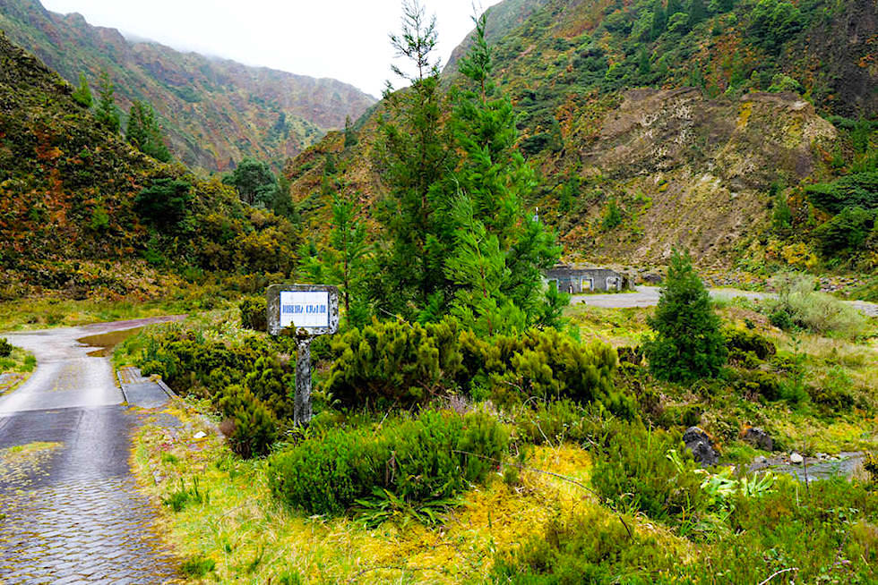 Vale das Lombadas - Brücke führt über den Ribeira Grande - Sao Miguel, Azoren