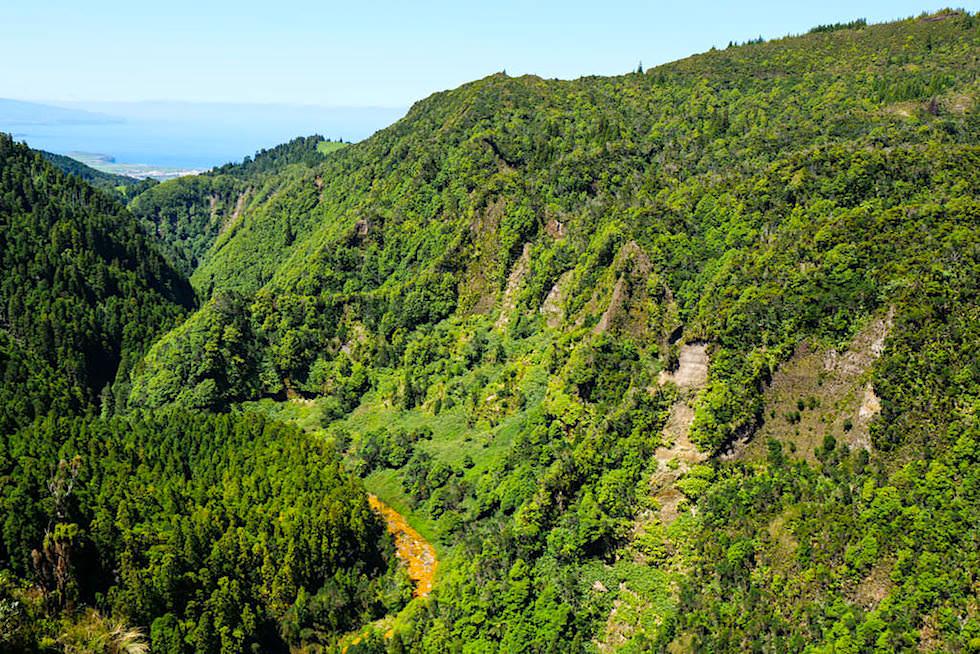 Tief eingeschnittenes Lombadas Tal & Ribeira Grande Fluss - Sao Miguel, Azoren