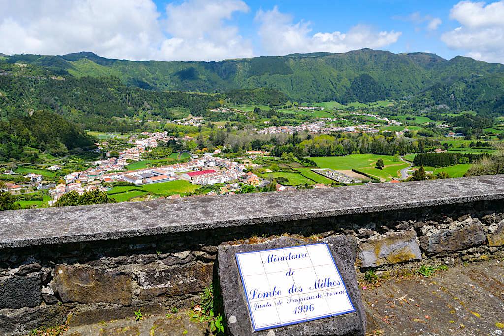 Miradouro do Lombo dos Milhos - Schöner Ausblick auf das Dorf Furnas & Vale das Furnas - Sao Miguel, Azoren