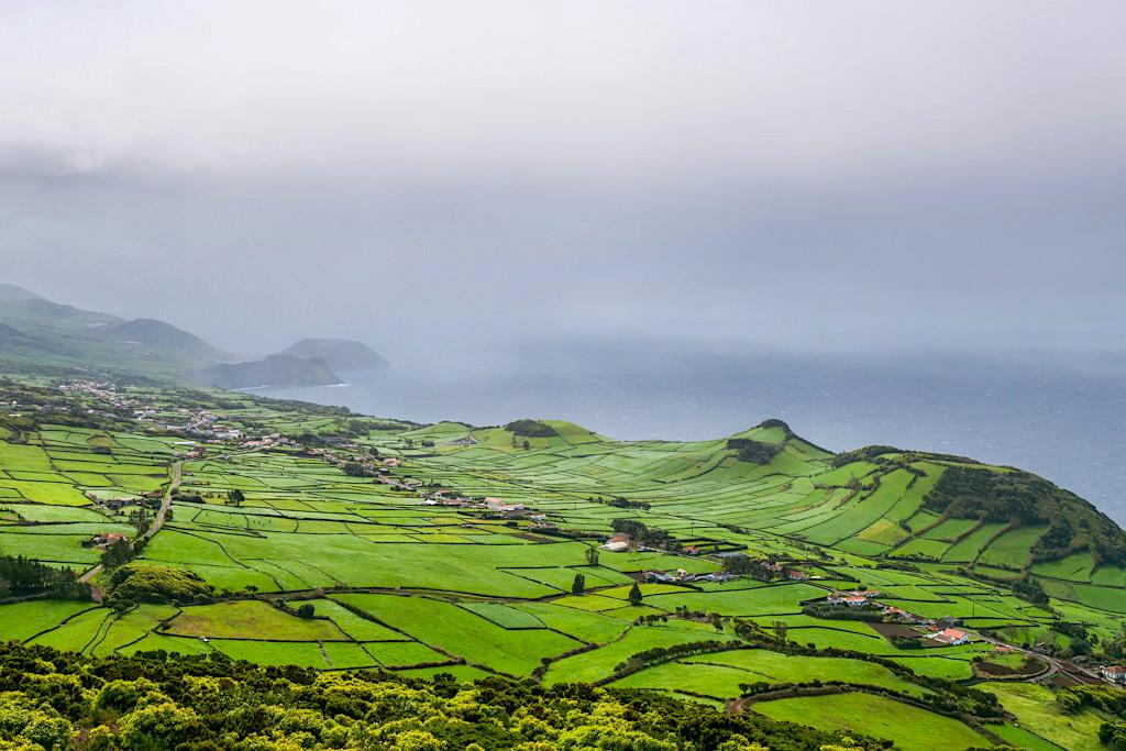 Miradouro do Pico da Velha - Faszinierender Ausblick über Rosais bis nach Velhas - Sao Jorge, Azoren