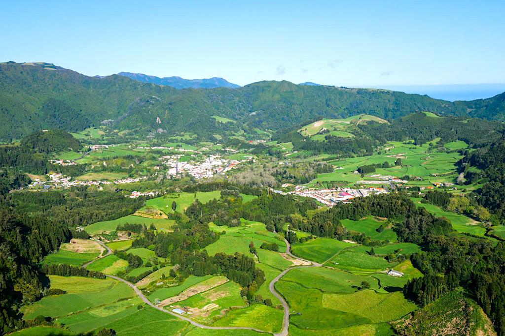 Miradouro do Pico do Ferro - Wunderschöner Ausblick auf Furnas, das Furnas Tal & den Furnas See - Sao Miguel, Azoren