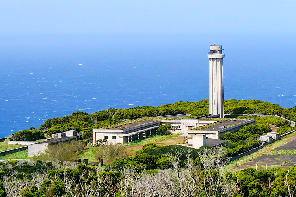 Ponta dos Rosais & der verfallene Leuchtturm & seine Anlage an der Westspitze - Sao Jorge, Azoren