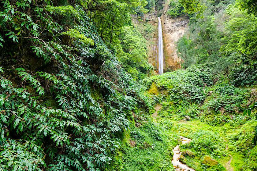 Ribeira Quente - Großer Wasserfall zwischen den beiden Tunneln - Sao Miguel, Azoren