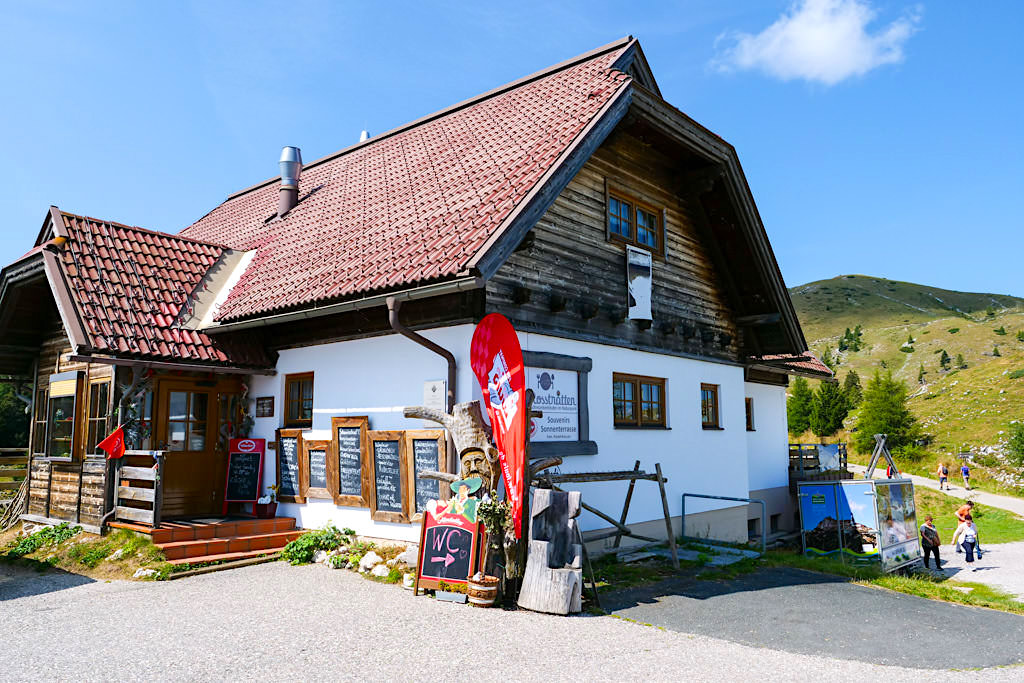 Urig, gemütliche Rosstratten Stüberl mit leckeren selbstgemachten Kärntner Nudeln - HüttenKult in der Region Villach - Österreich