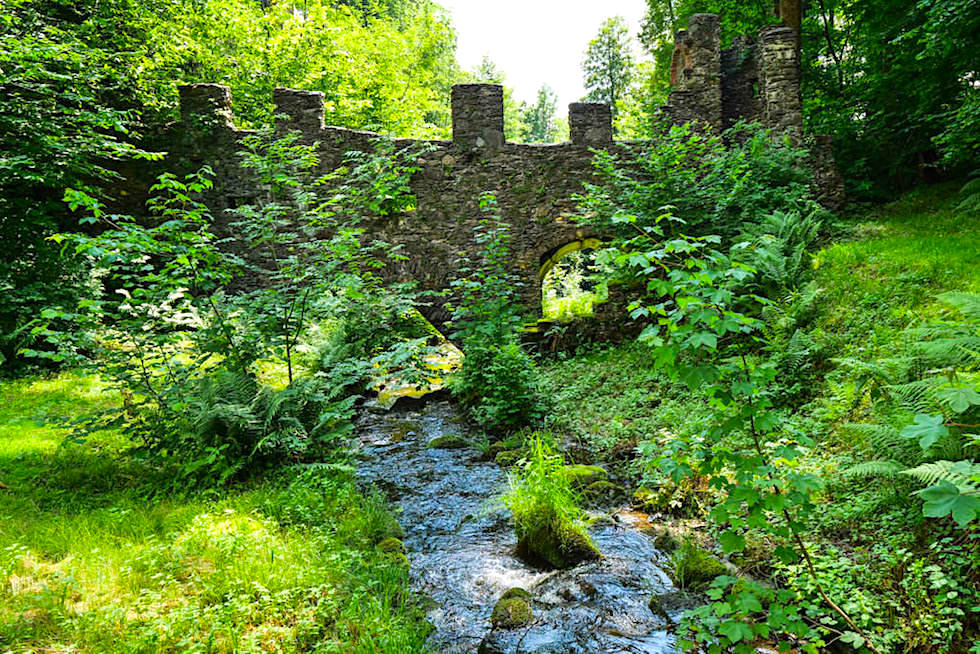 Schloss Damtschach - märchenhafter Schlossgarten: Kraftorte am Wörthersee - Wernberg - Kärnten, Österreich