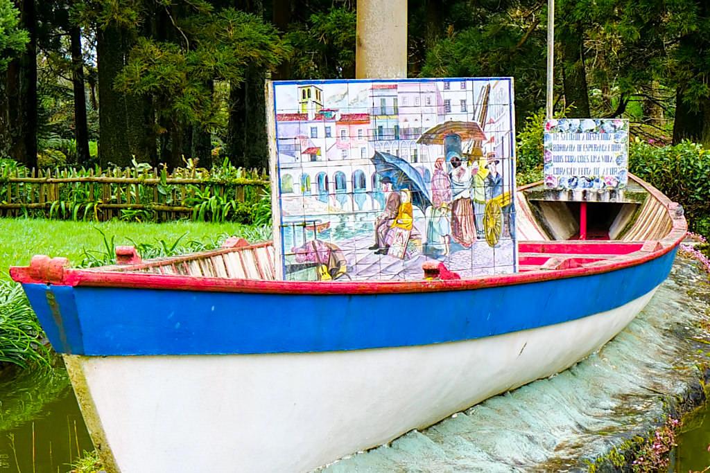 """Park Sete Fontes - Azulejos Kacheln mit einer Kopie des Gemäldes """"Os Emigrantes"""" - Sao Jorge, Azoren"""