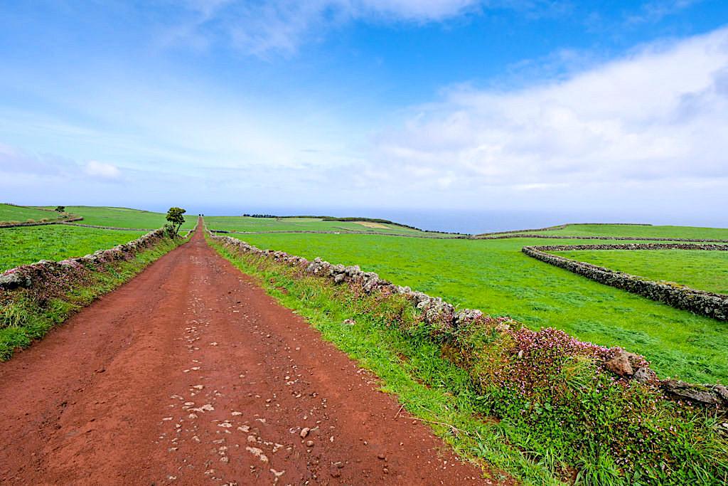 Piste von Sete Fontes zum Ponta dos Rosais - per Auto oder als Wanderung - Sao Jorge, Azoren
