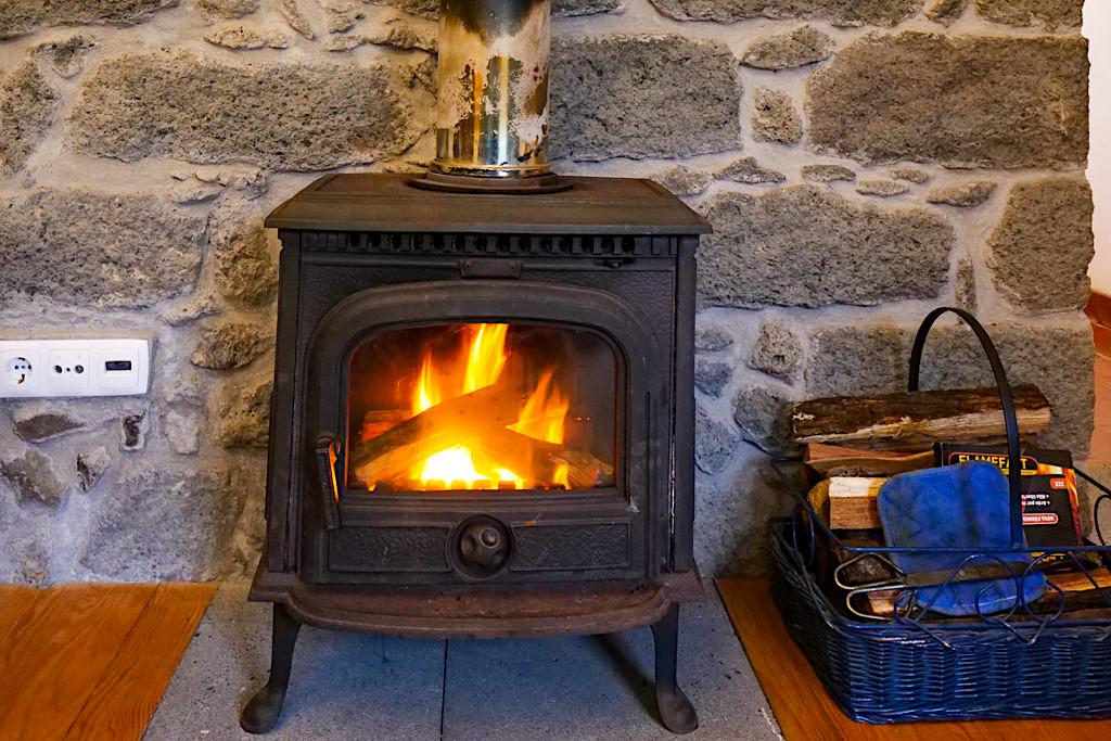 Tradicampo Eco Country Houses bei Nordeste - Casa da Thala: wohlige Wärme aus dem Kaminofen - Sao Miguel, Azoren