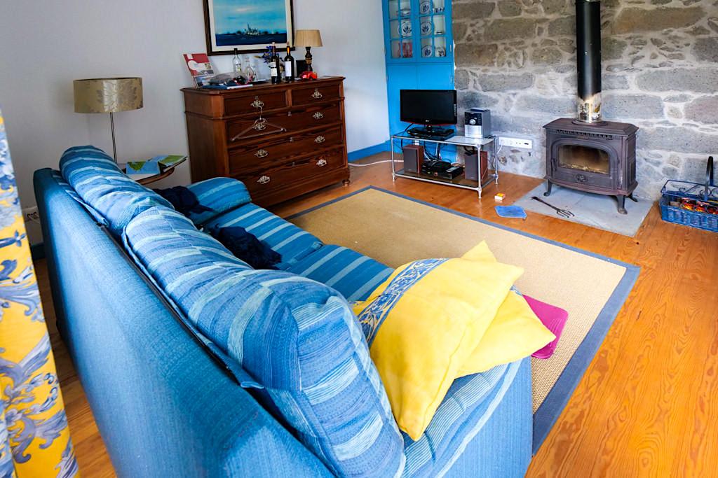 Wunderschöne Tradicampo Eco Country Houses bei Nordeste - Casa da Thala: Wohnzimmer zum Wohlfühlen - Sao Miguel, Azoren