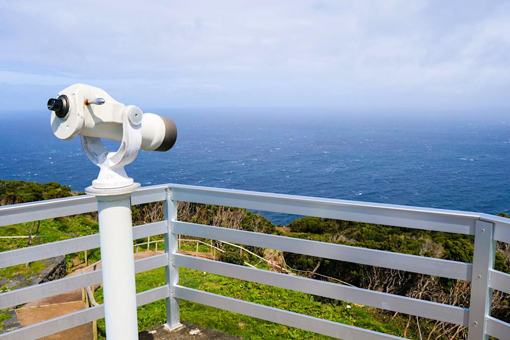 Ponta dos Rosais: Vigia da Baleia - Walausguck mit Fernrohr an der Westspitze von Sao Jorge, Azoren