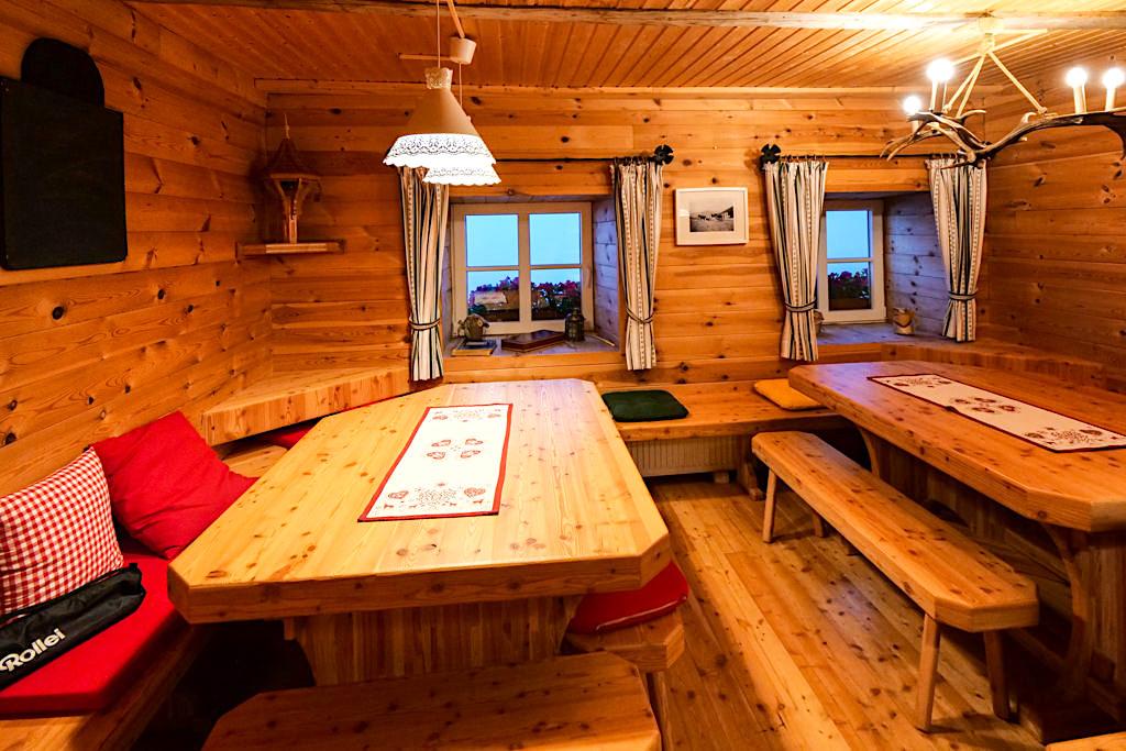 Wöllaner Nockberg - Urig, gemütliche Gaststube der Walderhütte - Hüttenkult der Region Villach - Kärnten, Österreich