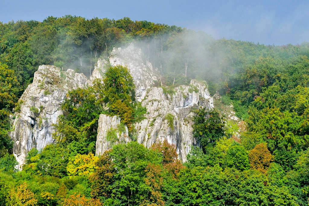 Altmühltal bei Prunn - Kalkfelsen in Nebelschwaden gehüllt - Bayern
