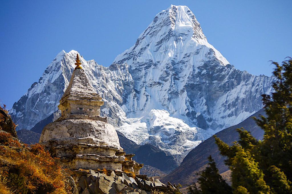 Ama Dablam: der schönste Berg der Welt - Everest Treking mit Lowa Tibet GXT