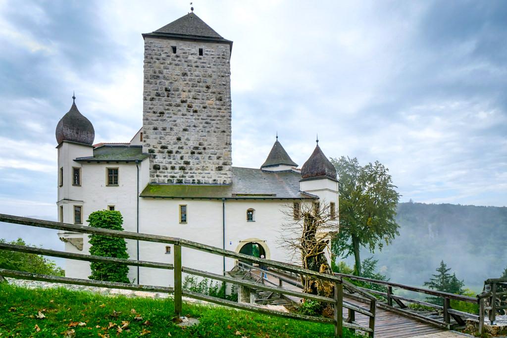 Burg Prunn mit imposantem Bergfried: Inbegriff einer mustergültigen Ritterburg - Altmühltal, Bayern
