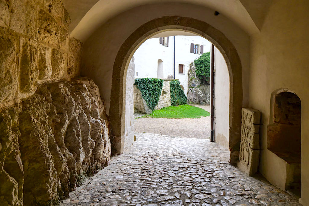 Burg Prunn - Eingang zum Schloss & Burgladen - Altmühltal, Bayern