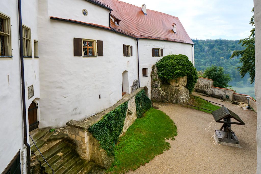 Burg Prunn - Innenhof von der Küche aus gesehen - Altmühltal, Bayern