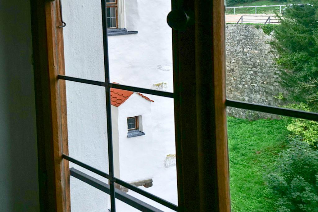 Von der Burg Prunn zum Schloss Prunn - Mehr Komfort: Plumpsklo - Altmühltal, Bayern