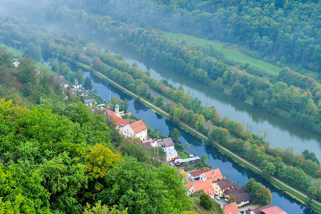 Burgruine Randeck: Ausblick auf Markt Essing & Main-Donau-Kanal - Altmühltal, Bayern