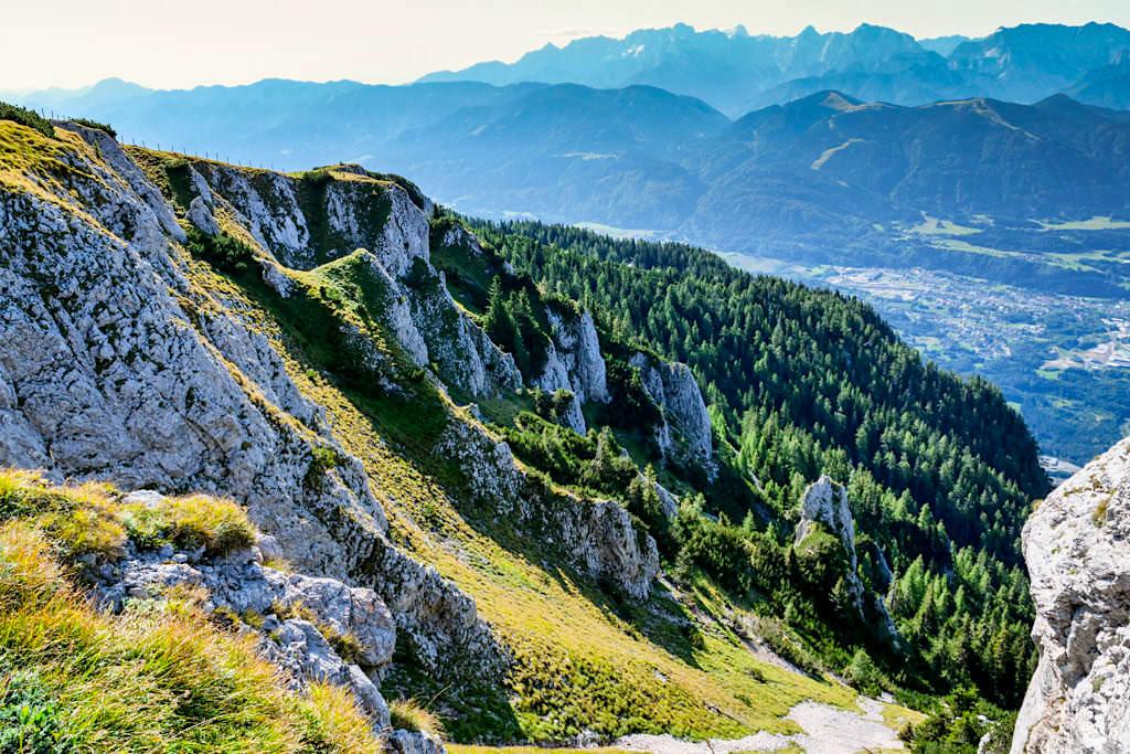 Dobratsch Almwiesen-Wanderung mit vielen Ausblicken auf den Jägersteig - Kärnten, Österreich