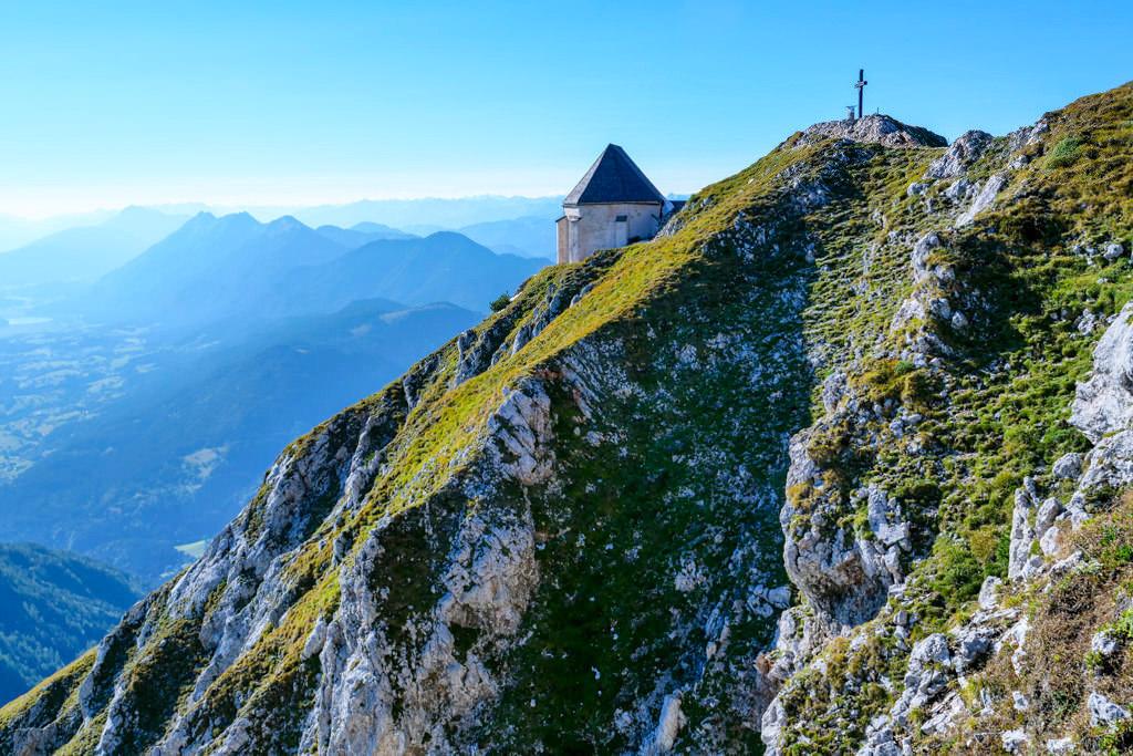 Dobratsch Gipfel & Windische Kapelle - Villacher Alpe beliebtes Wanderziel - Kärnten, Österreich