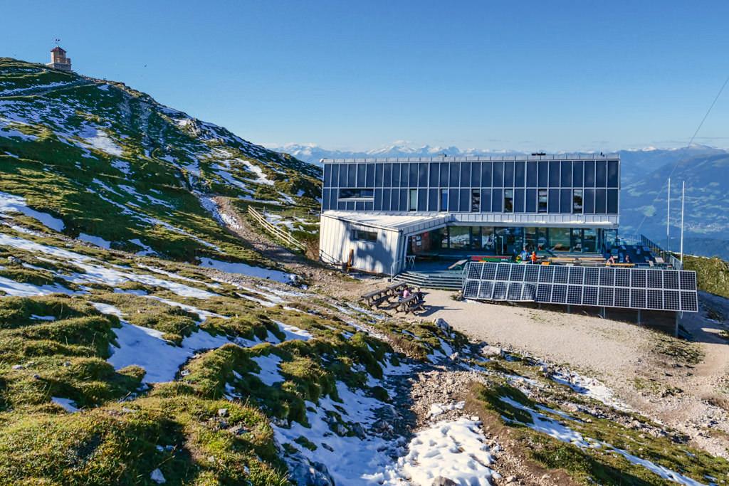 Dobratsch Gipfelhaus - Untypisch und mit wenig Berghütten-Charme, aber ökologisch vorbildlich - Kärnten, Österreich