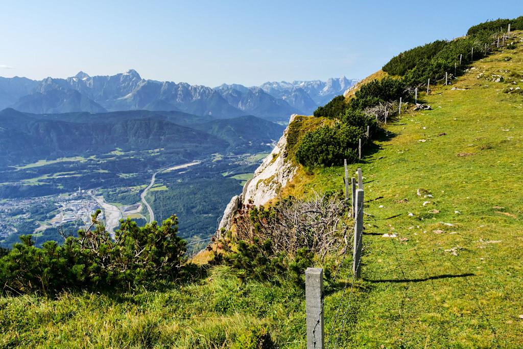 Dobratsch Wanderung - Zehnernock Ausblick auf Abbruchkante der Villacher Alpe & Karawanken - Kärnten, Österreich