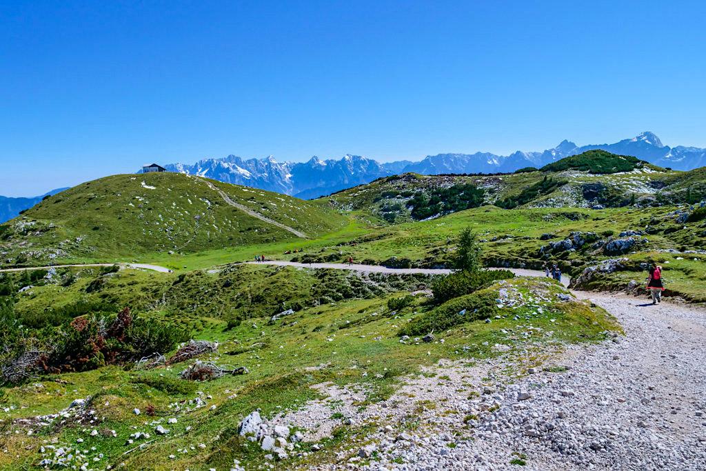 Dobratsch Wanderung - Ausblick auf Zehnernock vom Panoramaweg zum Dobratsch Gipfel - Kärnten, Österreich