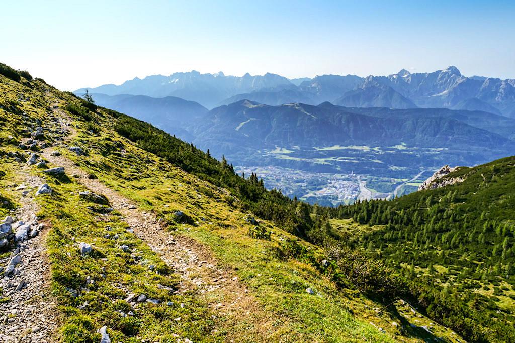 Entlang dem Zwölfernock vom Dobratsch Gipfel zur Rosstratten - Wanderung - Kärnten, Österreich