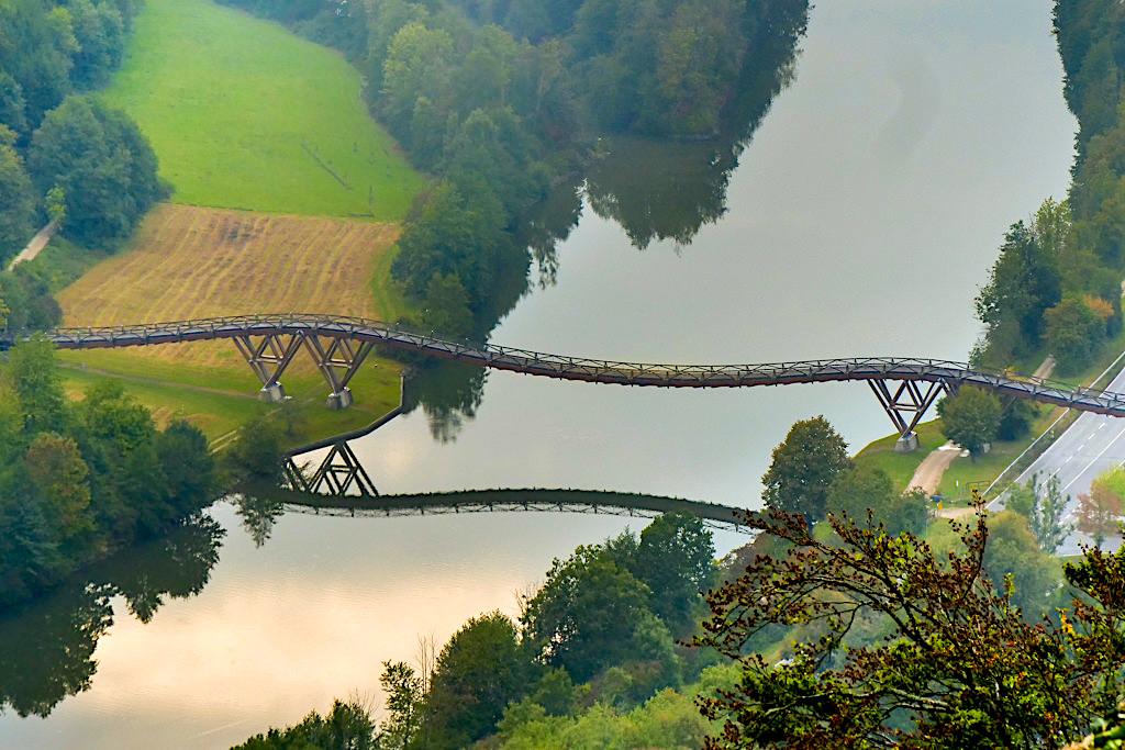 Eine der längsten, schönsten Holzbrücke Europas: Tazelwurm über den Main-Donau-Kanal bei Essing - Altmühltal, Bayern