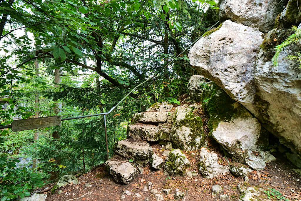 Klamm Weg zur doch sehr versteckten Aussichtsplattform - Altmühltal, Bayern