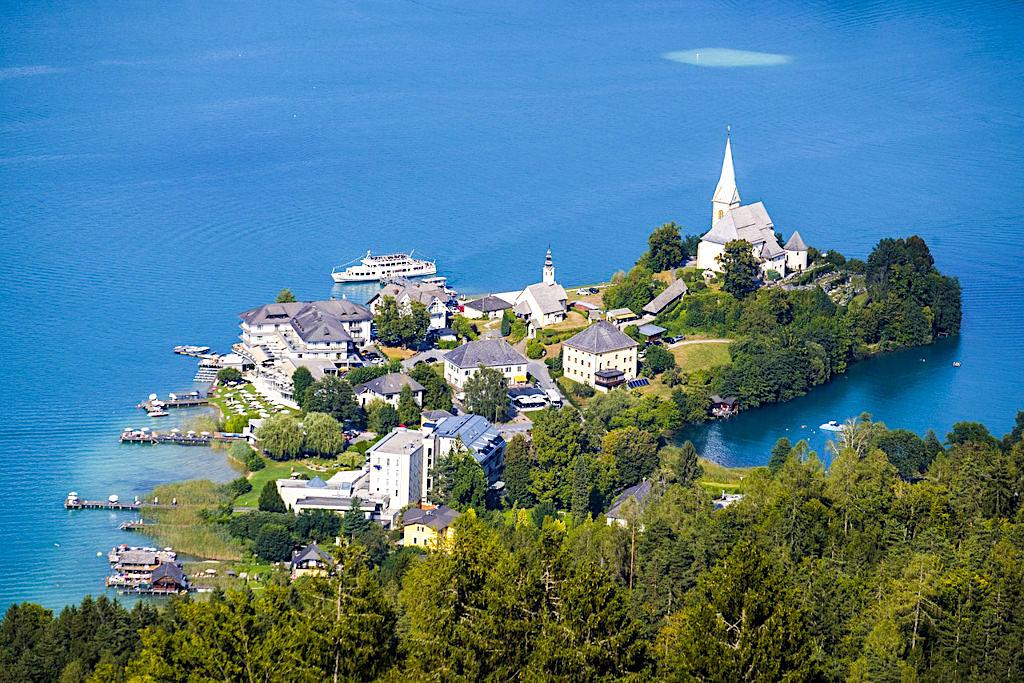 Ausblick auf Maria Wörth und den Wörthersee - Wanderung zum Pyramidenkogel - Kärnten, Österreich
