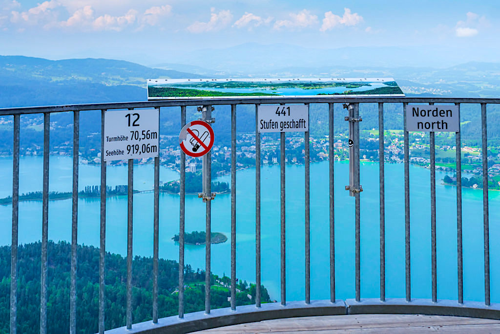 Pyramidenkogel Aussichtsturm - 441 Stufen führen nach oben auf die höchstgelegene Plattform - Kärnten, Österreich