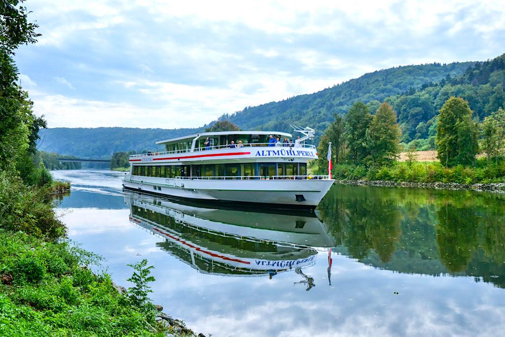 Schifffahrt Altmühltal mit der Altmühlperle auf dem Main-Donau-Kanal - Naturpark Altmühltal - Bayern
