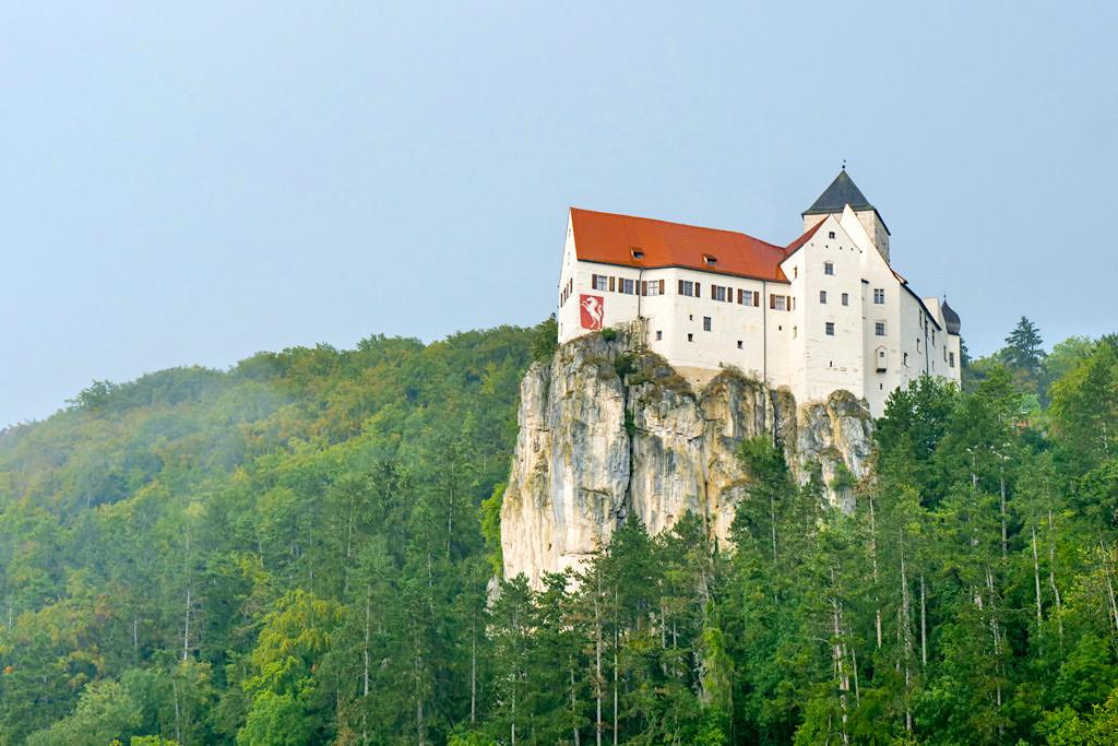 Schloss Prunn auf Kalkfelsen: Inbegriff einer Ritterburg - Altmühltal, Bayern