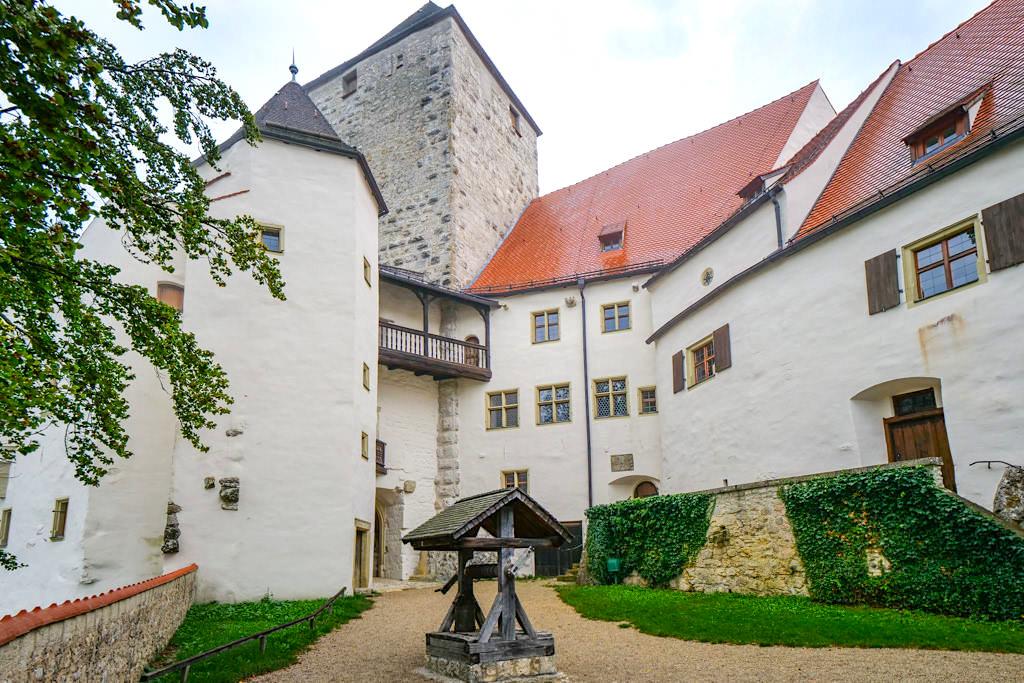 Schloss Prunn - Beeindruckender Innenhof - Altmühltal, Bayern