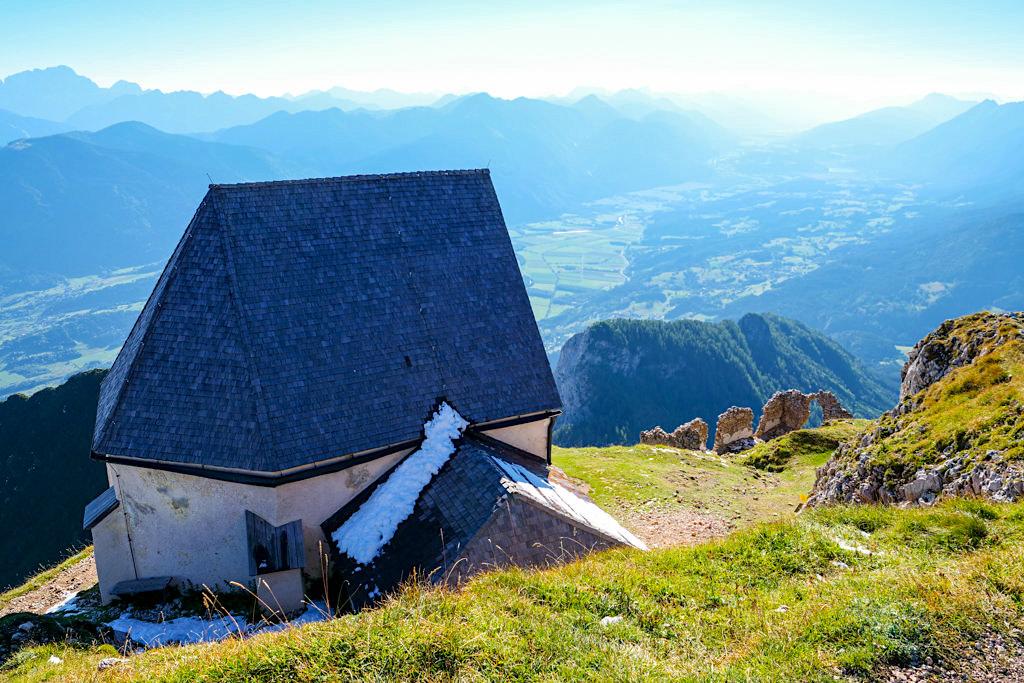 Windische Kapelle eine der höchst gelegenen Kirchen in den Ostalpen - Dobratsch Gipfel - Kärnten, Österreich