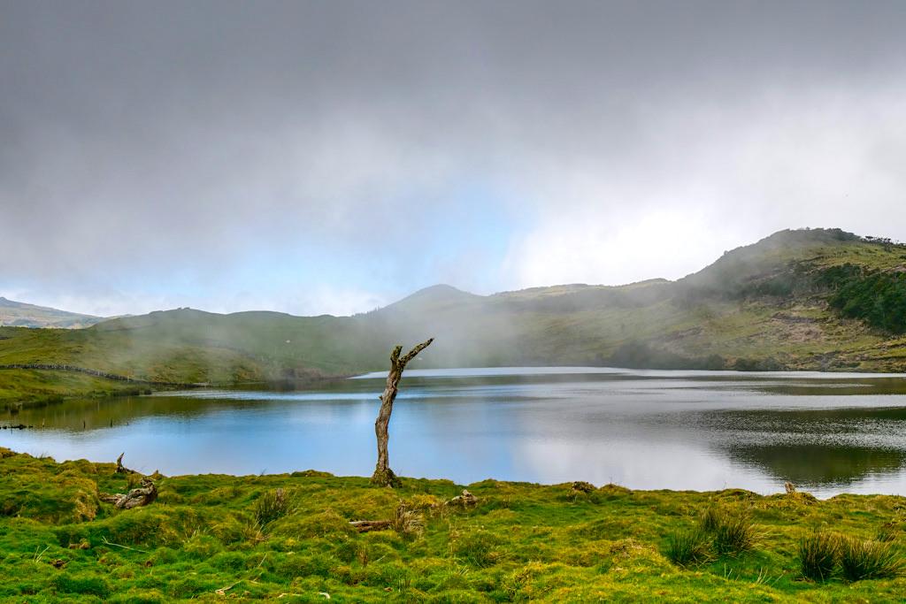 Lagoa do Capitao - Mystik & Wolken: einer der schönsten und größten Kraterseen - Hochland von Pico, Azoren