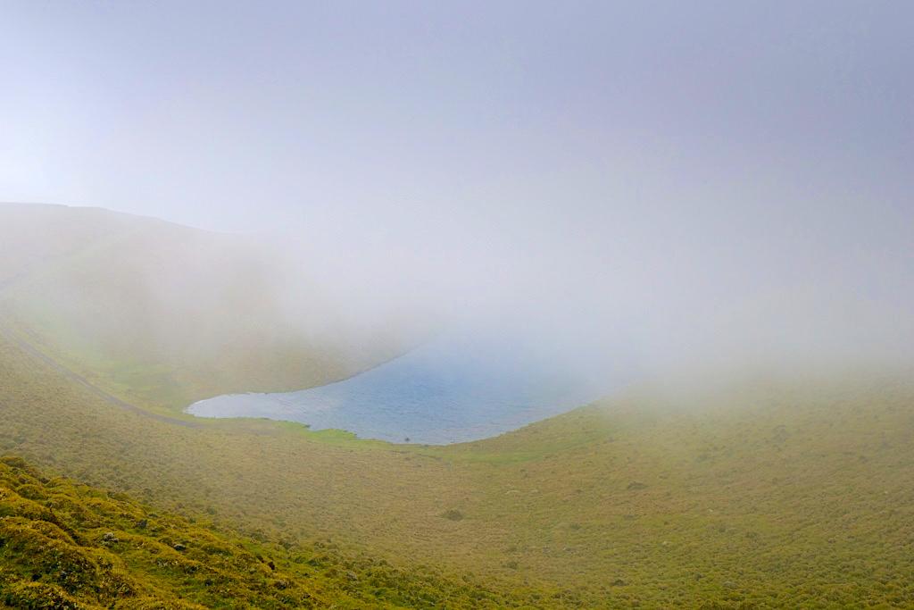 Lagoa da Rosada - Wind dirigiert Wolken & Nebel im Hochland von Pico - Azoren