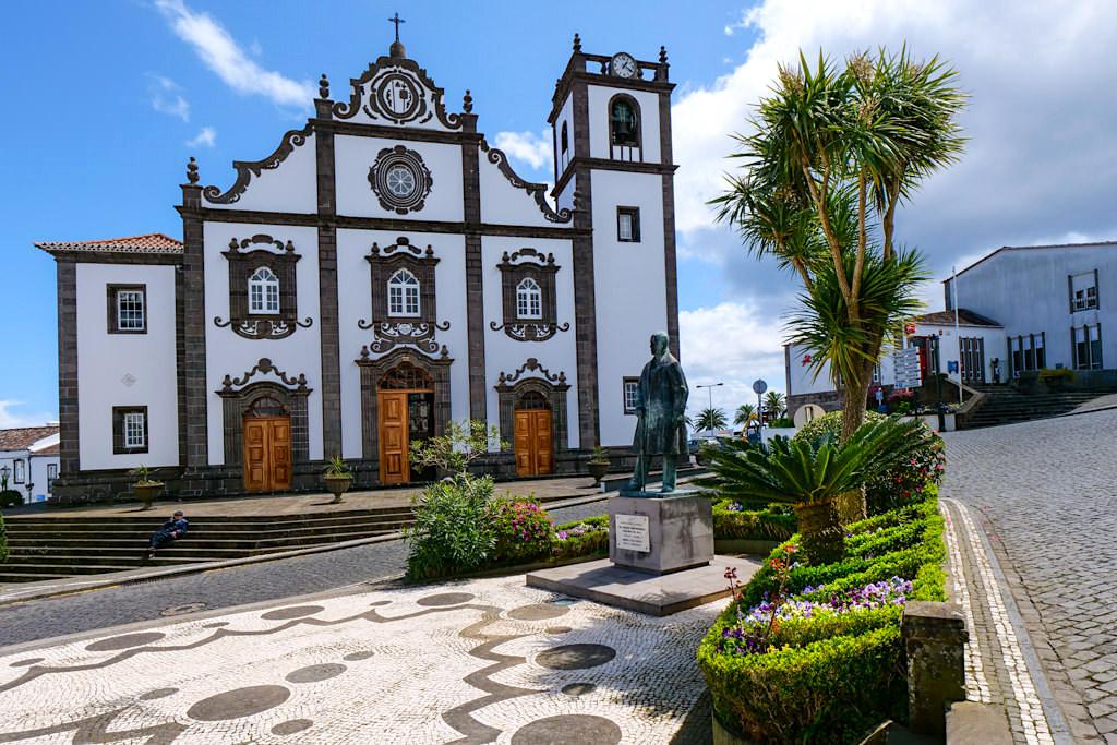 Das schöne Zentrum von Nordeste - Symbol des erfolgreichen Land of Priolo Projektes - Sao Miguel, Azoren