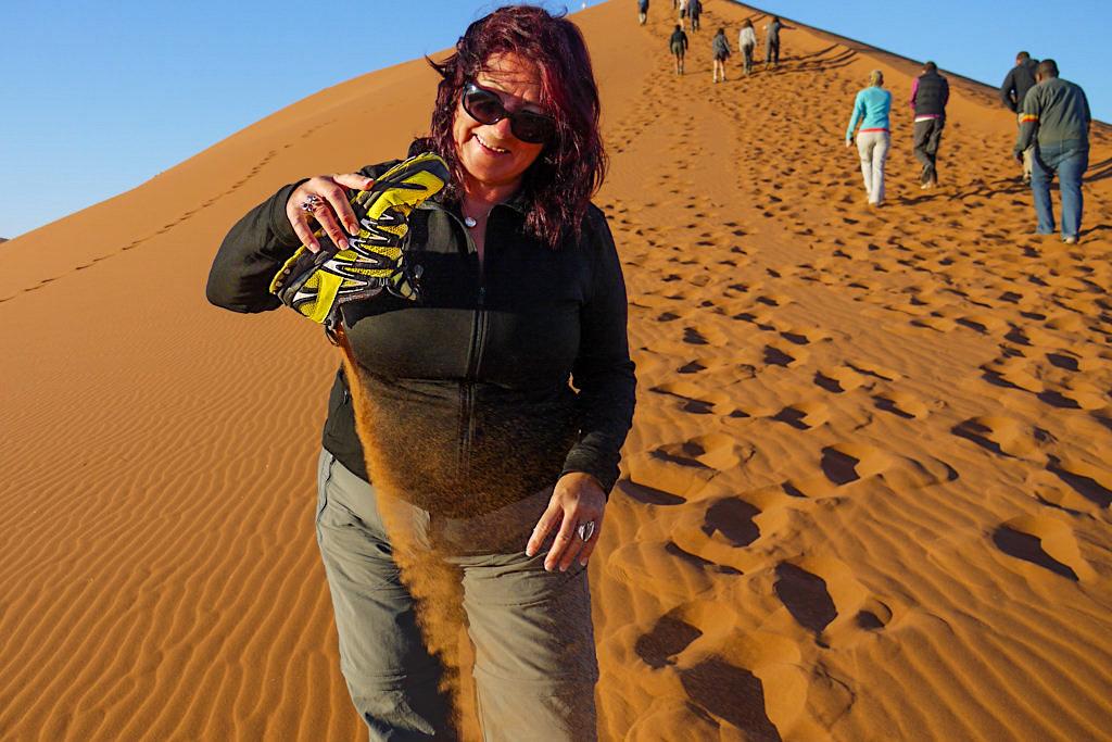 Salomon XA Pro 3D -Der ideale Reisebegleiter: hier vor der Dune 45 in der Namib Wüste - Passenger on Earth