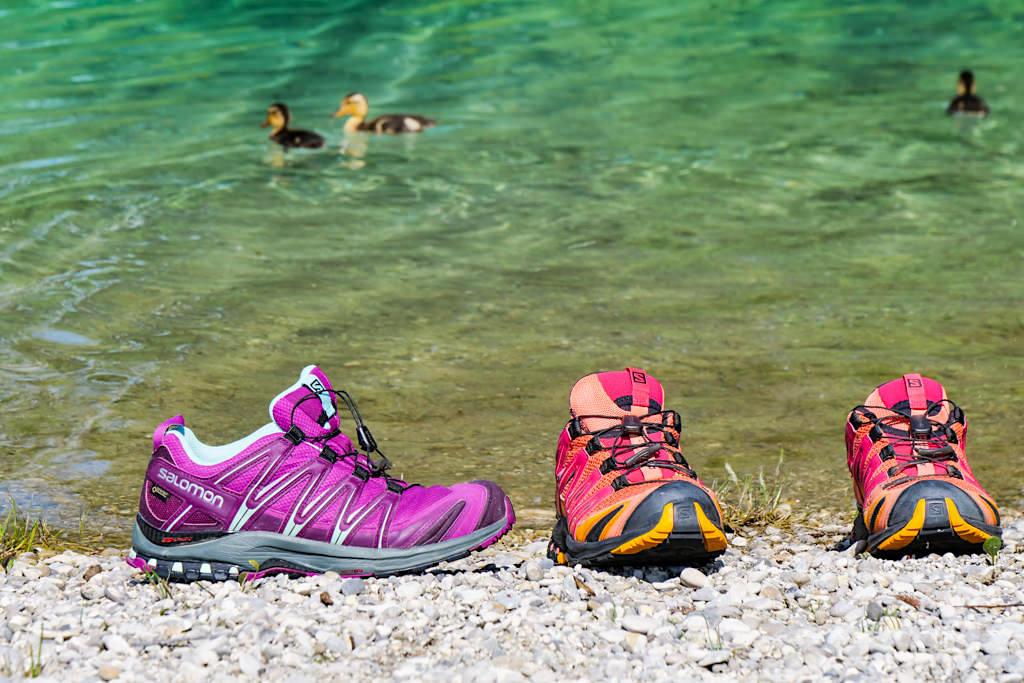 Traillaufschuh Salomon XA PRO 3D - gehört in jedes Reisegepäck und ist ideal für Outdoor, Trekking, Wandern & Berge - Passenger On Earth