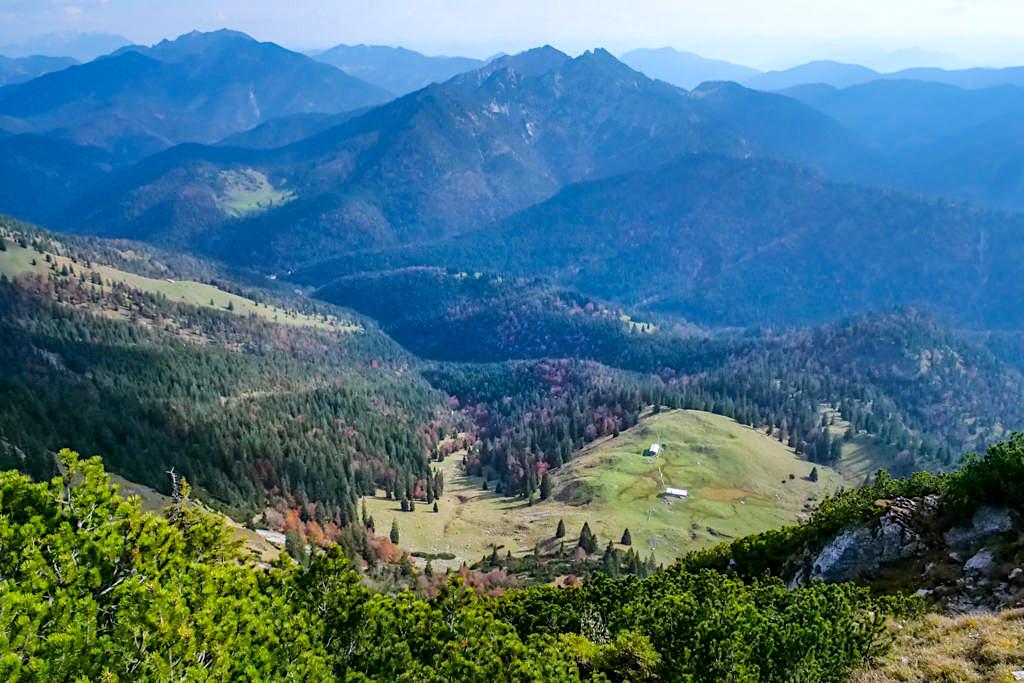 Unendlich weite Gipfelausblicke vom Risserkogel - Tegernseer Berge - Bayern