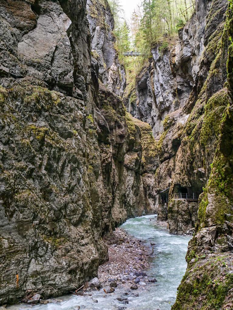 Partnach-Schlucht oder Partnachklamm - Faszinierend enge, steile Gebirgsschlucht - Bayern