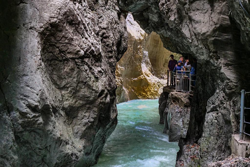 Partnachklamm - Galerien bieten faszinierende Ausblicke auf die Schlucht und den Wildbach - Garmisch-Patenkirchen, Bayern