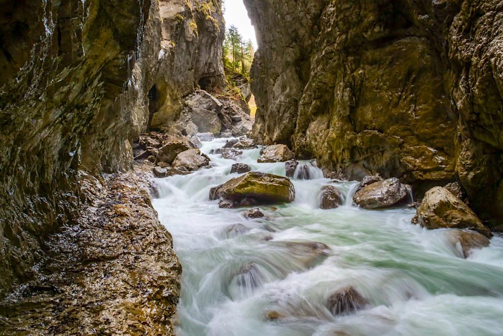 Partnachklamm - Langzeitbelichtung oder Stativ kaum möglich zur Hauptbesuchszeit - Garmisch-Partenkirchen, Bayern